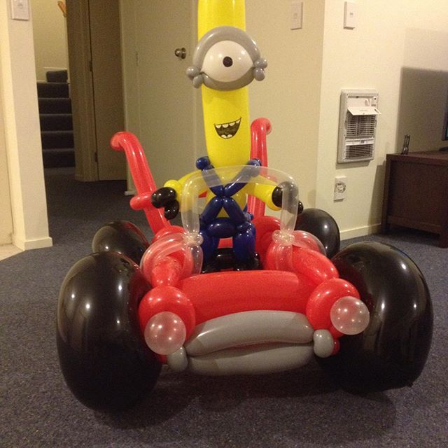 buzzy-as-entertainment-balloon-twisting-minion
